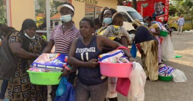 Sonko gifts Nairobi women with foodstuffs, sanitary pads on special day